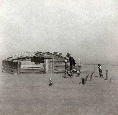 Fermier marchant dans la tempête de sable - Cimarron, Oklahoma - Arthur Rothstein, 1936