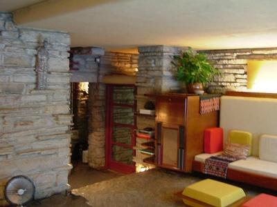 la maison sur la cascade salon frank lloyd wright. Black Bedroom Furniture Sets. Home Design Ideas