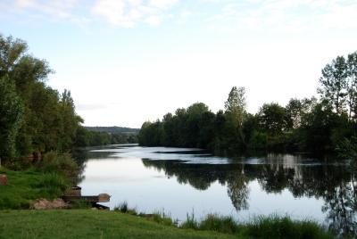 la Creuse à La Roche-Posay, miroir du ciel (DSC_1189)