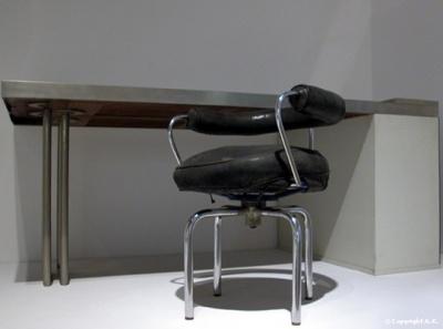 siège créé par Le Corbusier, Charlotte Perriand et Pierre Jeanneret en 1928