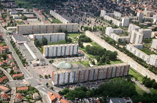 Argenteuil : vue aérienne de la cité d'Orgemont (à gauche) et de la cité Joliot-Curie (à droite)
