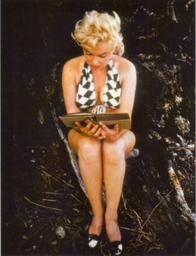 Eve Arnold (Magnum) Agence Focus - Marilyn lisant Ulysse - 1952