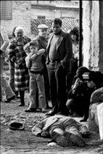 Franco Zecchin - Palerme 1979 - des enfants regardent le corps d'une victime de la mafia