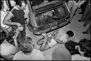 Franco Zecchin - Casteldaccia, 1982 - le corps de Ignazio Pedone, kidnappé, assassiné et retrouvé lié dans le coffre d'une voiture.