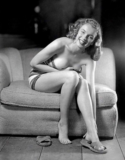 Young-and-sexy-Marilyn-Monroe-ca.1946