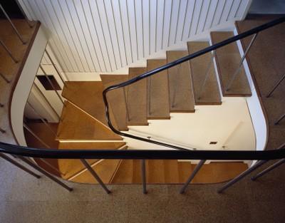 Gropius House à Lincoln - escalier d'accès à l'étage