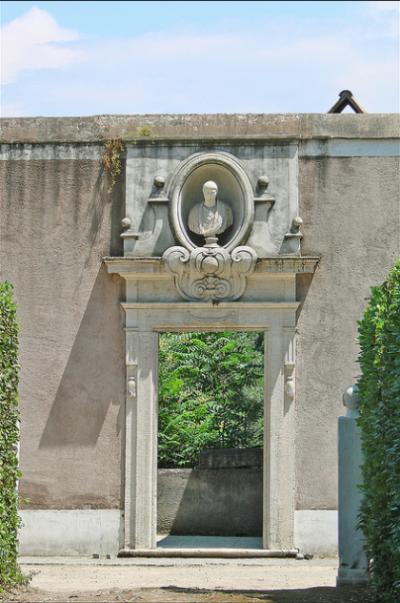 mur d'enceinte de la Villa Médicis- photo Jean-Pierre Dalbera