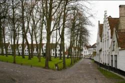 Bruges : cour intérieure du béguinage