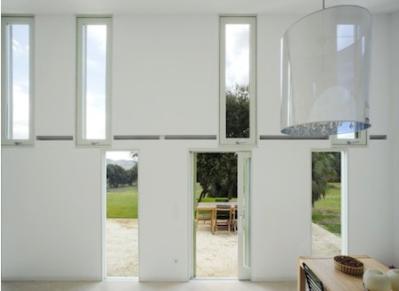 Herreros Arquitectos – maison à Arta (Majorque), 2007 – façade intérieure – photo José Hevia