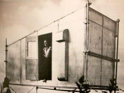 Charlotte Perriand après la construction du bivouac Schelter au Mont Joly
