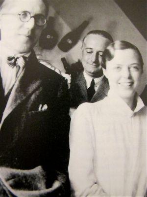 Charlotte Perriand en compagnie de Le Corbusier et son premier mari Percy Scholefield en 1927