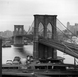 circa 1955:  Brooklyn Bridge, New York, USA.  (Photo by Three Lions/Getty Images)