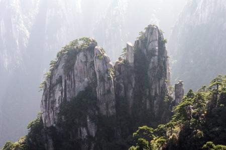 Pic dans la brume Huang Shan