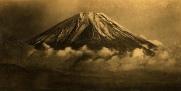 le Fujiyama émergeant des nuages