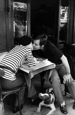 Henri Cartier-Bresson - le baiser au quartier latin (boulevard Diderot), 1936