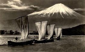 embarcation au pied du Fuji (photo Okinawa Soba)