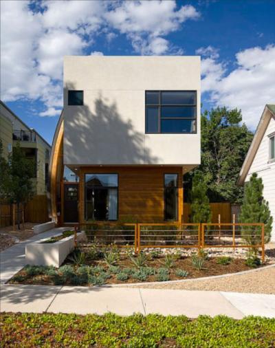 maison bouclier : la façade côté rue avec l'entrée