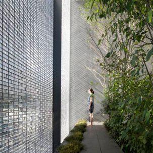 dezeen_Optical-Glass-House-by-Hiroshi-Nakamura_17sqd