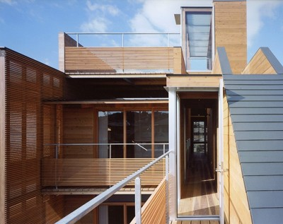 Modern-Wooden-House-from-Japanese-Architect-Balcony-800x634