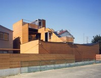 Modern-Wooden-House-from-Japanese-Architect-Rear-800x621