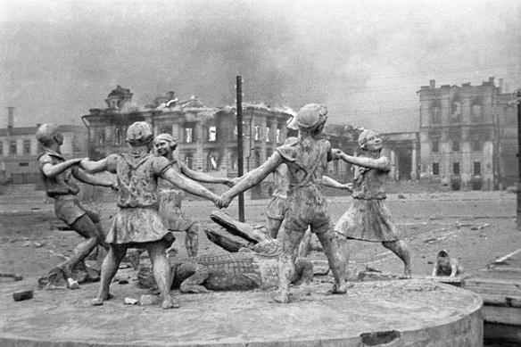 fontaine Barmaleï Romuald Iodko 1930 - photo Emmanuel Ievzerikhine du 23 août 1942