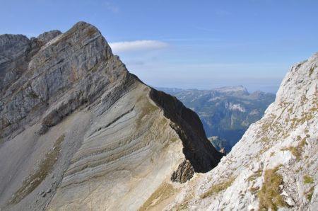 le Mont Jallouvre (2408 m) et col du Rasoir vus de la face de la pointe Blanche (photo AltitudeRando)