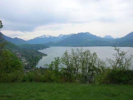 vue sur Annecy de la prairie suspendue du Talabar