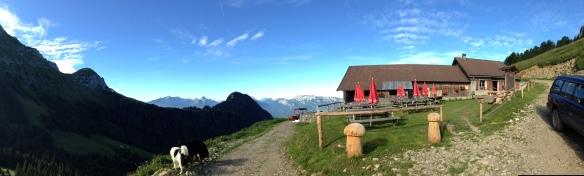 Vue panoramique sur le massif des Bauges (IMG_4191) - photo Enki