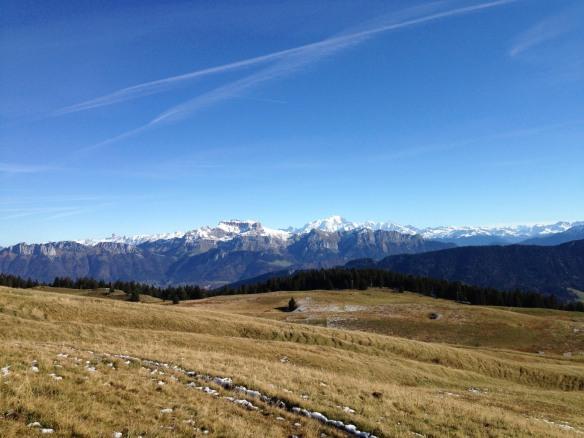 Vue sur la chaîne des Aravis et le massif du Mont-Blanc - IMG_5668