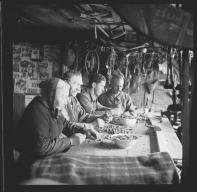 Cassée de noix dans le Jorat, Vucherens 1935, une photo de Gustave Roud (1897-1976)