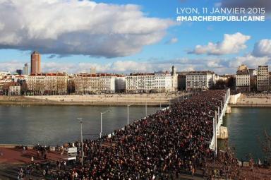 Marche répubicaine à Lyon - @MathieuLeCossec