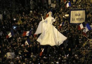 Marche républicaine, effigie de Marianne - REUTER:Gonzalo Fuentes