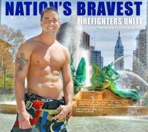 le pompier de Philadelphie Jack Silvinski posant pour un calendrier
