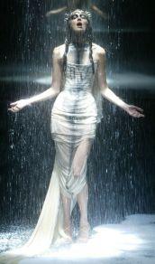 mcqueen-black-fashion-show