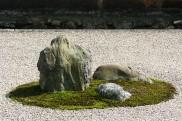 Ryoanji_rock_garden_close_up
