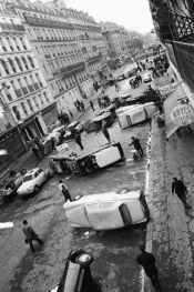 11 Mai 1968 - Paris, France Des voitures jonchent la rue Gay-Lussac au matin