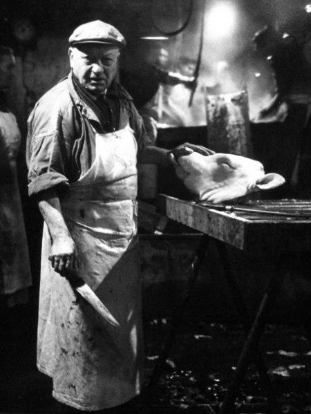 Robert Doisneau - le boucher de « L'échaudoir de la rue Sauval », 1968