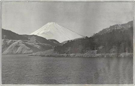 Herbert G. Ponting - le Fuji enneigé en hiver vu du lac Hakone, publié par K. Ogawa en 1905
