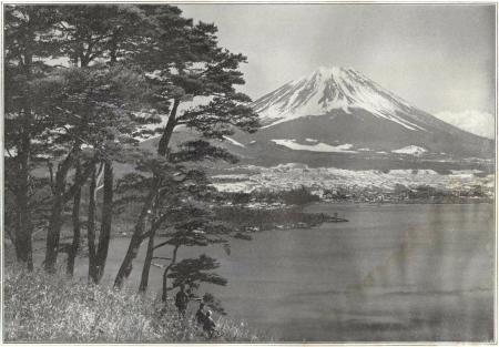 Herbert G. Ponting - le Fuji et le lac Motosu publié par K. Ogawa en 1905