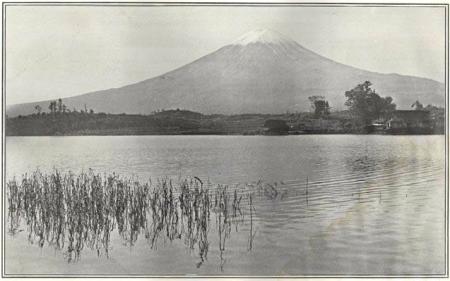Herbert G. Ponting - le Fuji vu du lac Kawaguchi publié par K. Ogawa en 1905