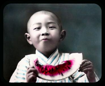 Kozaburo Tamamura (Okinawa) - jeune garçon mangeant une pastèque, 1900