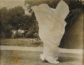 Loïe Fuller photographiée par Ellis Harry C, entre 1900 et 1928