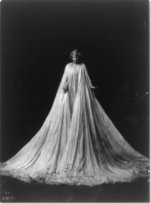 loie-fuller-full-length-portrait-standing-facing-front-draped-in-very-long-gown1
