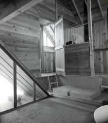 Pearlroth Interior