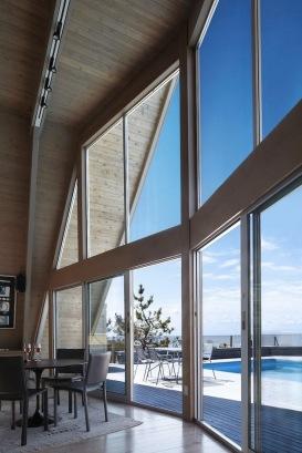 A-frame house à Fire Island (NY) - Grande façade vitrée avec vue sur la mer