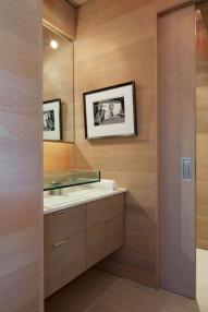 A-frame house à Fire Island (NY) - petite chambre avec son coin toilette