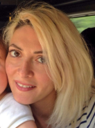Hélène Muyal, maquilleuse, mère d'un jeune enfant