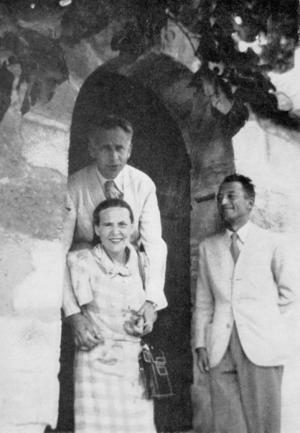 Elsa Triolet avec Louis Aragon chez leur ami Pierre Seghers à Villeneuve-lès-Avignon en 1941