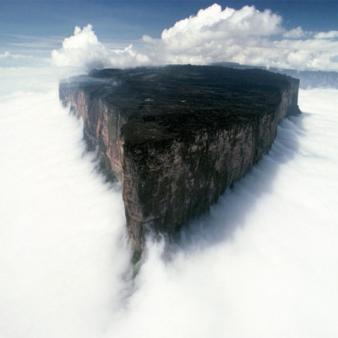 l'île dans les nuages