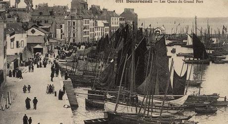 Douarnenez - les quais du Grand port.jpg